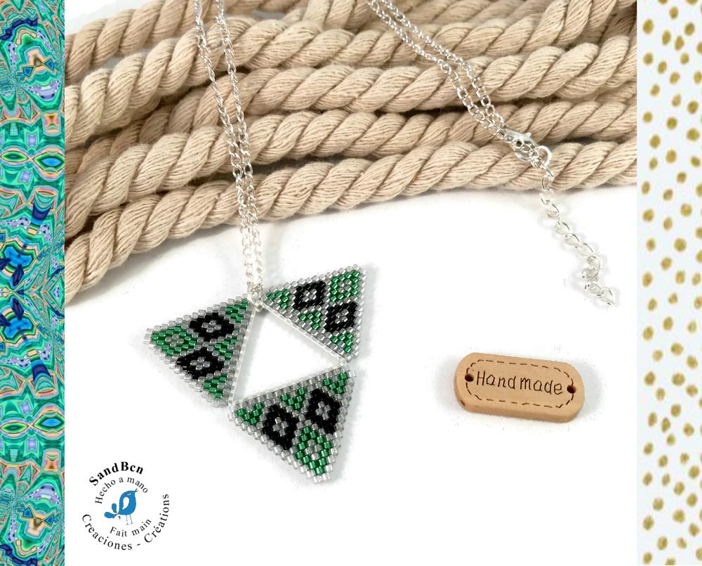 Pendentif triangulaire en perles tissées - Vert et argent