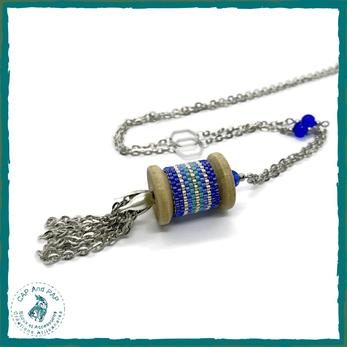 Collier artisanal bobine et perles tissées -Bleu et argent - Pompon fait main en chaîne