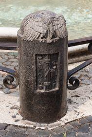 borne-de-fontaine-portant-des-symboles-fascistes