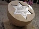 Memorial do Massacre de Lisboa, no Largo de São Domingos, inaugurado em 19 de Abril de 2006
