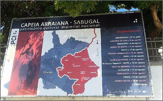 O painel que está afixado no Largo da Fonte, no Sabugal