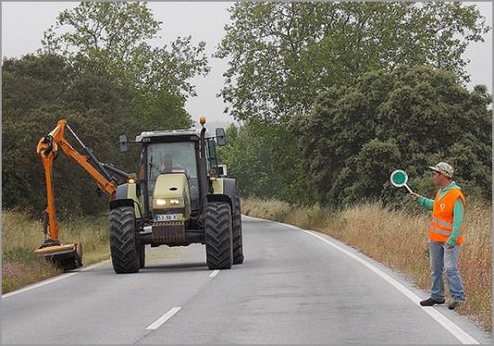Limpeza das bermas nas estradas municipais - Capeia Arraiana