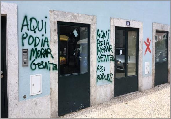 Fachada vandalizada do prédio da polémica - Capeia Arraiana