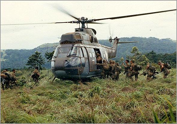 Helicóptero Puma da Força Aérea Portuguesa em África - Capeia Arraiana