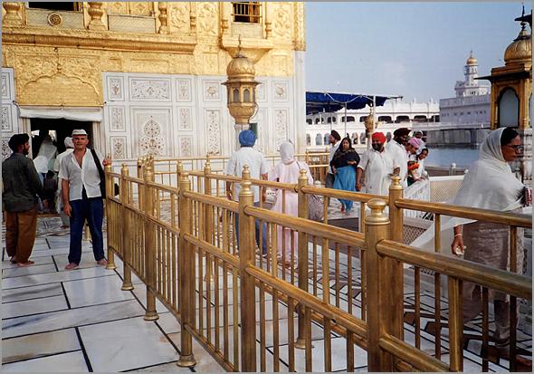 Franklim à porta do Templo Dourado