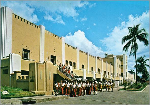 o antigo quartel Moncada, hoje escola, que sofreu um assalto de Fidel
