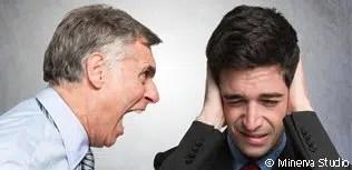 Chef und Mitarbeiter haben Streit
