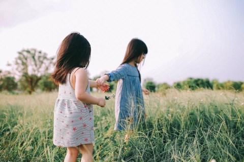 Bộ ảnh đáng yêu khiến bạn tin rằng có chị em gái chính là điều ngọt ngào  nhất thế gian này!