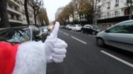 pere-noel-autostop-pouce