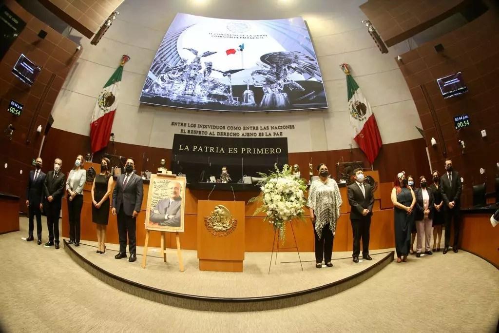 Comisión Permanente rindió homenaje a René Juárez
