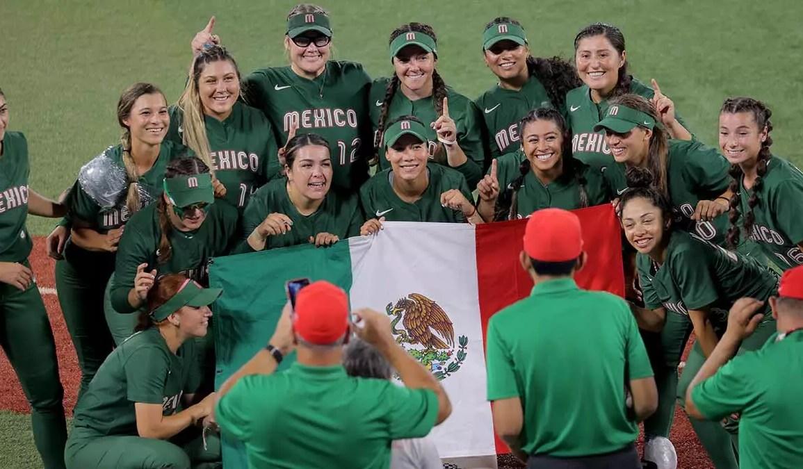 Combinado de softbol olímpico mexicano desecha uniformes en Tokio