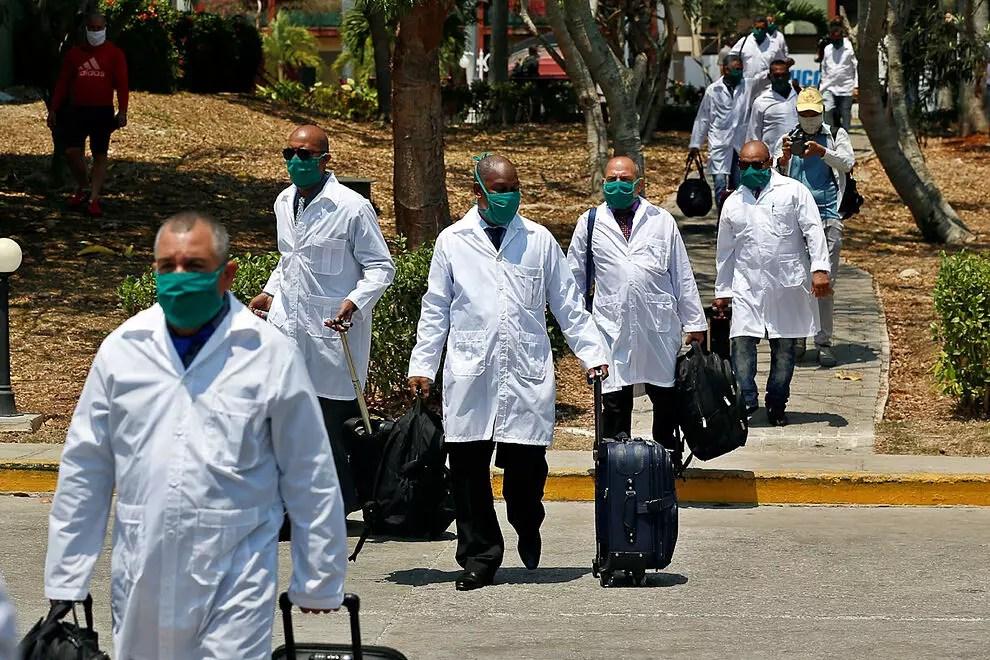 Denuncia PAN falsos médicos cubanos