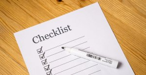 Making a checklist - one of the best packing tips for last minute move.