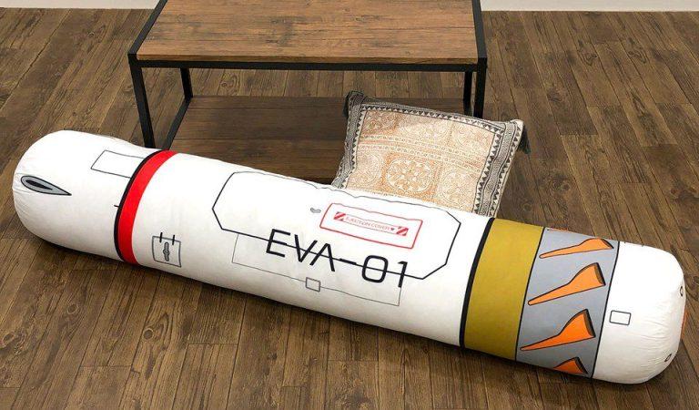 La capsula de los EVA se convierte en un cojín de Evangelion