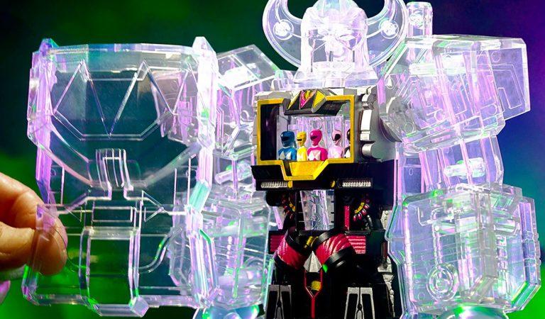 Super7 lanza un Megazord transparente de 'Mighty Morphin Power Rangers'