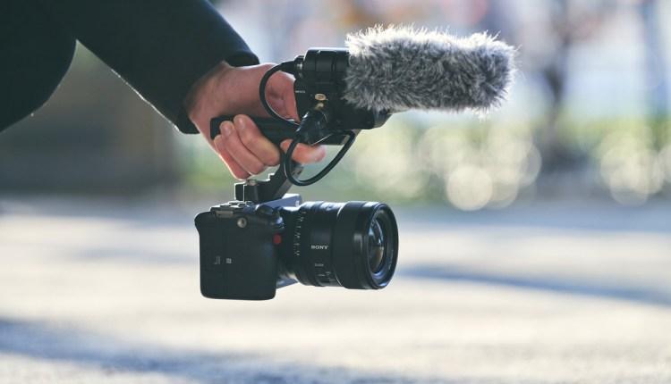 سوني تطلق كاميرا FX3 بمزايا التصوير السينمائى