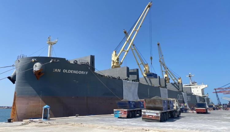 ميناء شرق بورسعيد يستقبل أكبر سفينة صب جاف لشحن 60 ألف طن كلينكر