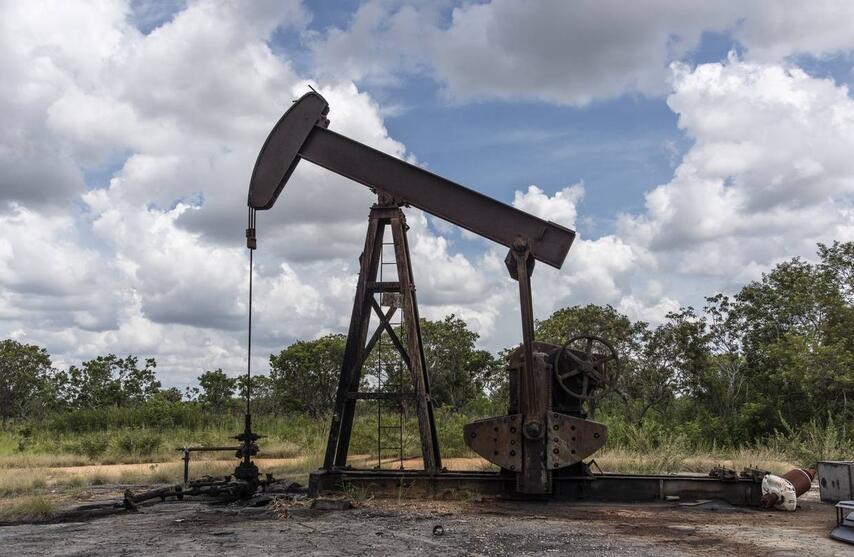 إستقرار أسعار النفط اليوم بدعم زيادة دون المتوقع للمخزونات الأميركية