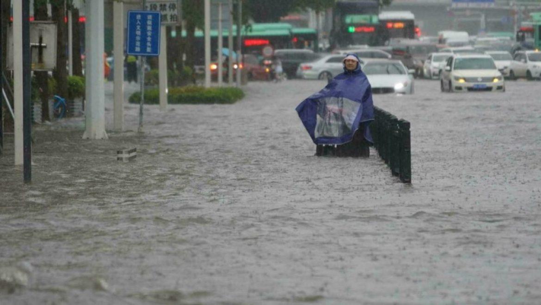 فيضانات كبيرة تضرب الصين وتفجر السدود وتغمر مترو العاصمةالأنفاق..«صور»