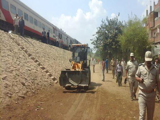 النقل تحدد 4 محافظات لإزالة التعديات على حرم السكة الحديد كمرحلة أولى