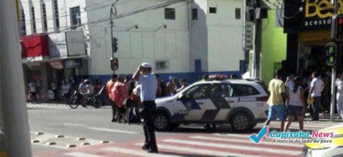 MULHER FICA FERIDA APÓS ACIDENTE NA PRAÇA JERÔNIMO MONTEIRO