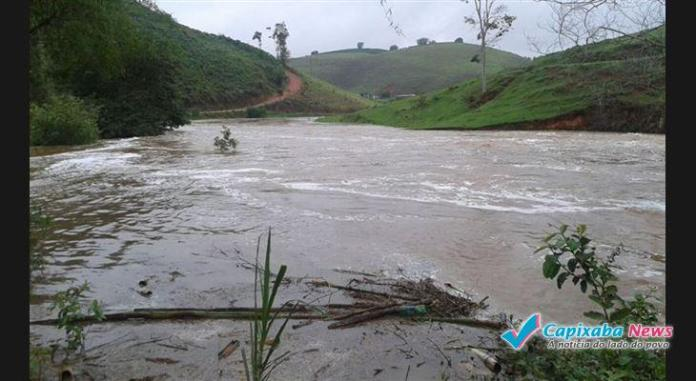 Fortes chuvas aumentam nível do rio de Divino de São Lourenço e pode alagar Guaçuí