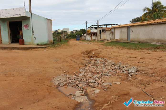 De Olho na Cidade: Bairros Santa Rita 1 e 2 sofrem com a falta de saneamento básico e pavimentação em Marataízes