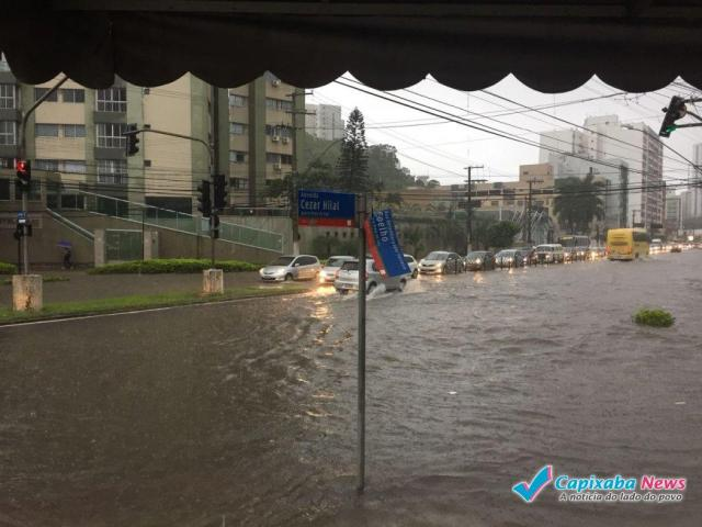 Vitória registra 135 milímetros de chuva nas últimas 12 horas