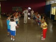 1ª série com as grimas na mão preparando para dançar o maculelê 21 de março 2007