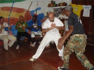 Mestre Caco Véio e Mestre Alcides, roda de capoeira no SapéCapoeira.