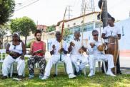 Manifestação cultural em praças da comunidade.