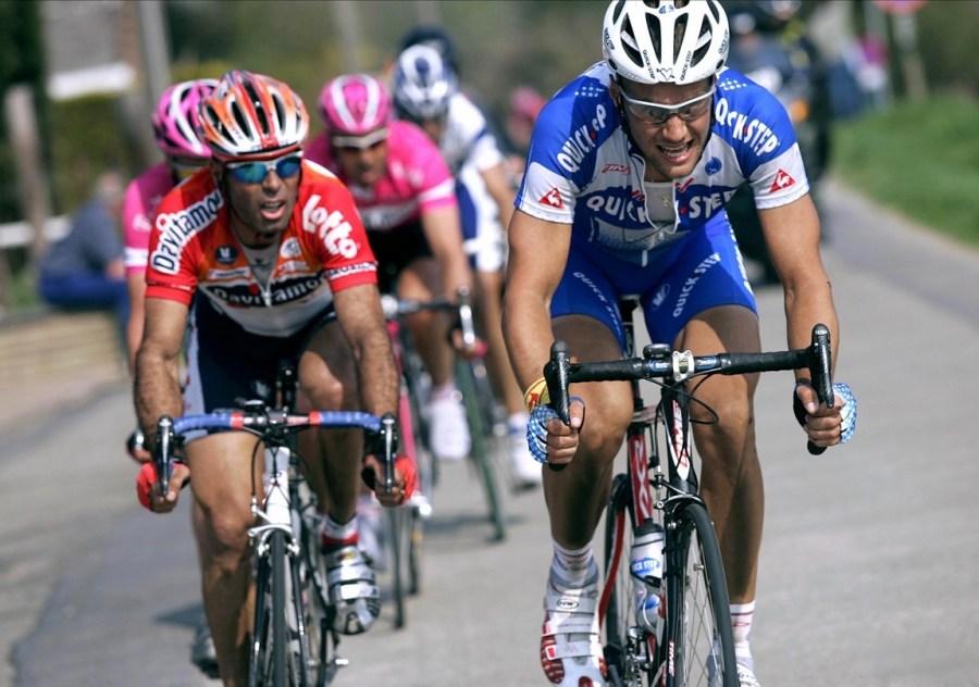 Meerbeke-Ninove - Belgie -wielrennen-cycling-cyclisme- 89e Ronde van Vlaanderen - Tour de Flandres - Peter van Petegem (Lotto) en Tom Boonen (Quick Step) op kop - foto Cor Vos ©2005