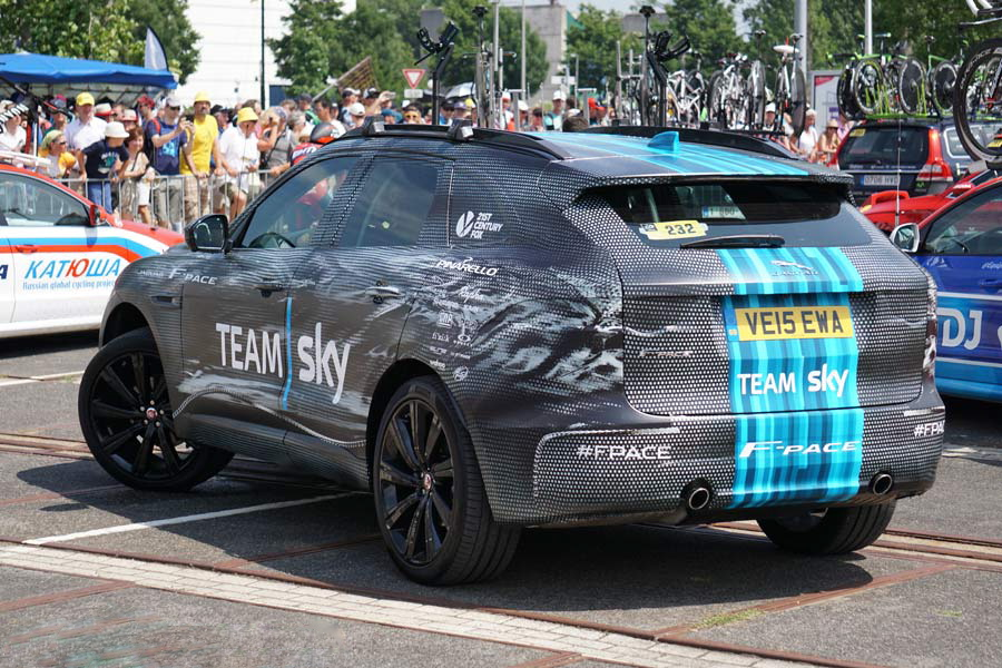 tour-de-france-team-cars-team-sky-jaguar-f-pace-suv-photos-01.jpg