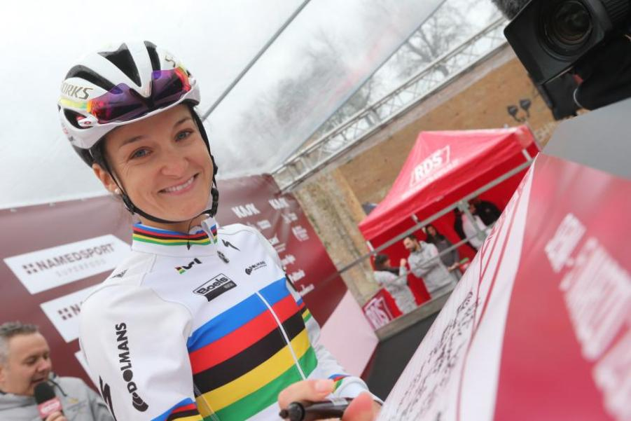 lizzie-armitstead-ahead-strade-bianche-ansa-peri-carconi