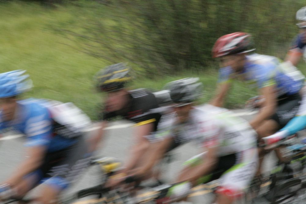 Peloton-blurred-closeup