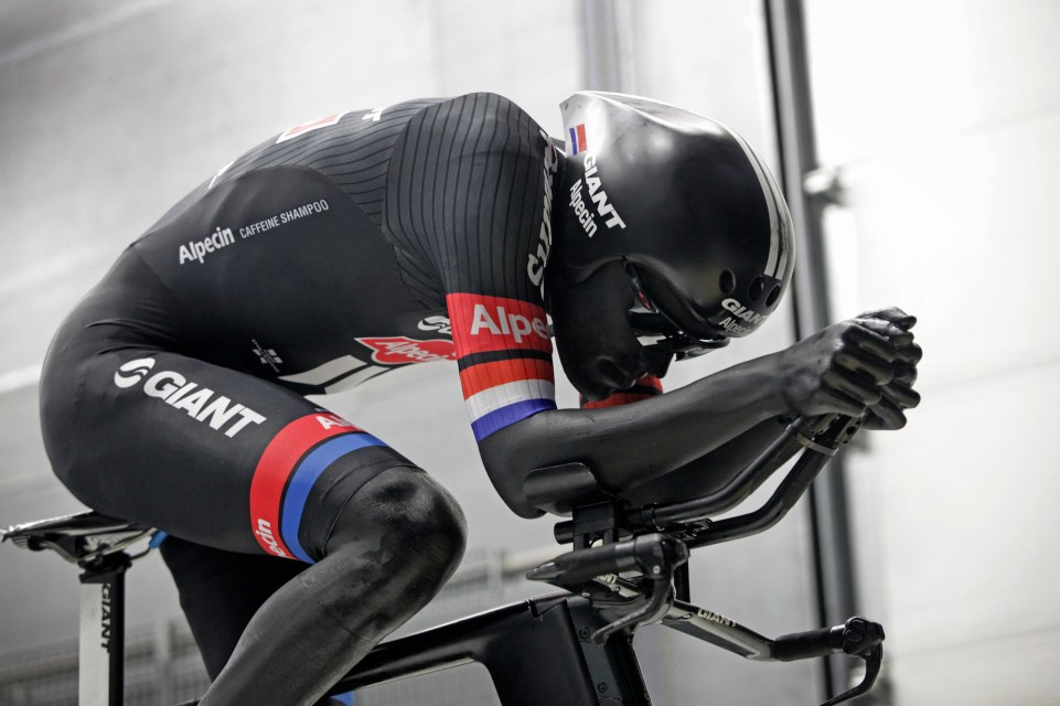 Delft - Netherlands - wielrennen - cycling - radsport - cyclisme - illustration - sfeer - illustratie a 3 D printed body of cyclist Tom Dumoulin (Netherlands / Team Giant - Alpecin) pictured during aerotest in the department Aerospace of the Technical University of Delft - photo Wessel van Keuk/Cor Vos © 2016