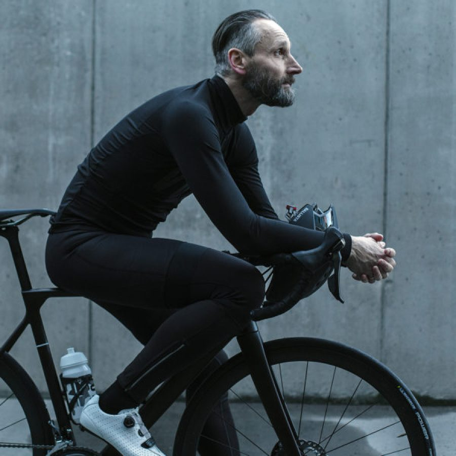 Void-Cycling_Armour_waterproof-windproof-wet-weather-road-cycling-kit-apparel_ready-to-ride-600x600