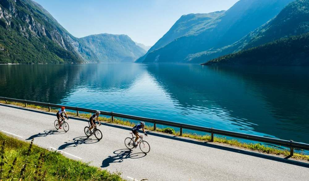 Road_cycling_Fjora_Geirangerfjorden_Norway_b8f87475-3f3a-4fb3-9f3b-01d08e2ad827