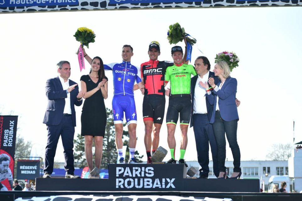 Paris-Roubaix 2017 - 09/04/2017 - Greg VAN AVERMAET (BMC) remporte l'épreuve devant Zdenek STYBAR (QST) et Sebastian LANGEVELD (CDT).