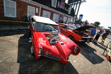 Hey hey, it's the Monkees and Dukes of Hazard ready to do some cruising on Woodward Boulevard. The Monkeemobile is a 1967 Pontiac GTO built by Dean Jefferies and runs a 6-71 blower.