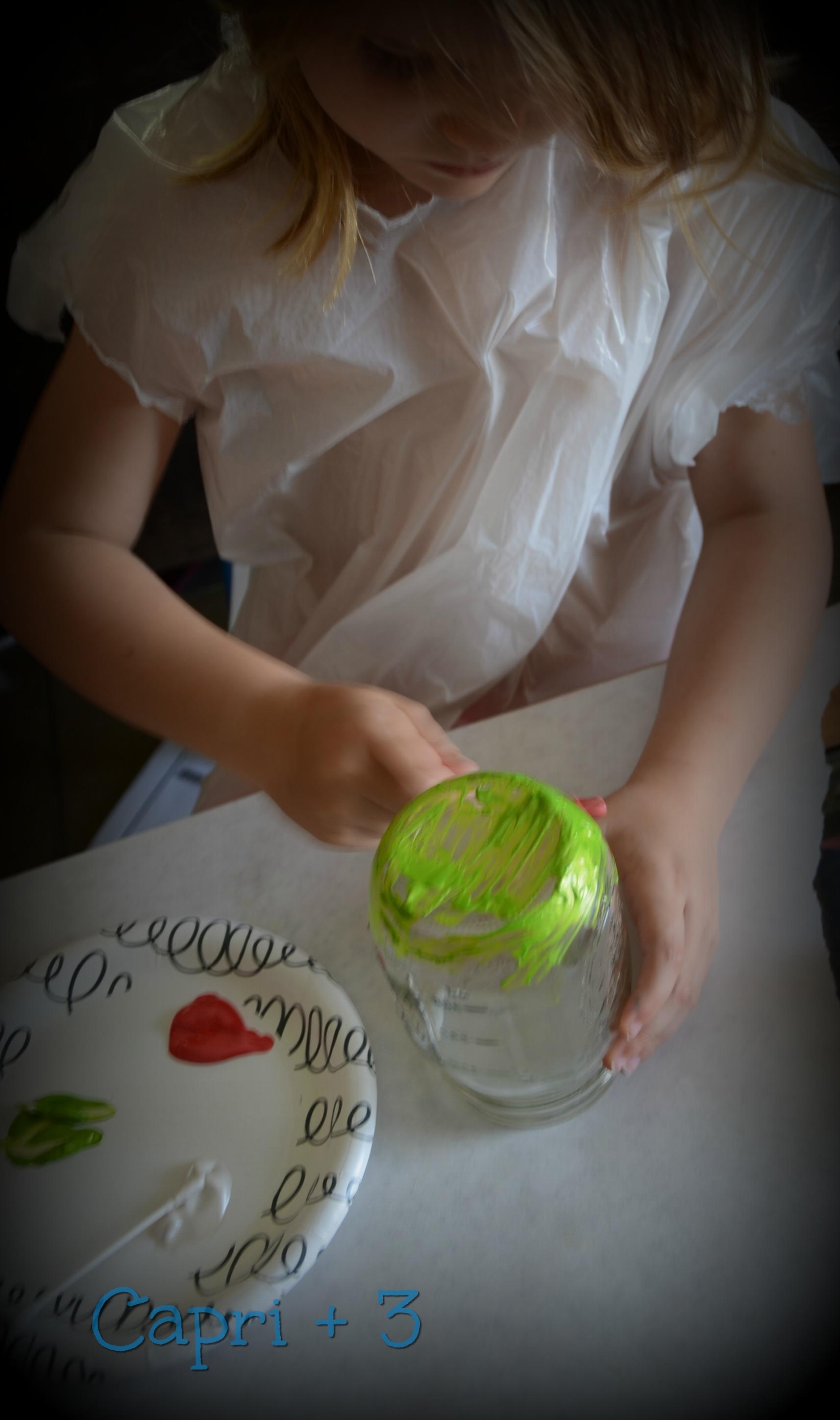 diy-painted-holiday-mason-jar-for-tealights