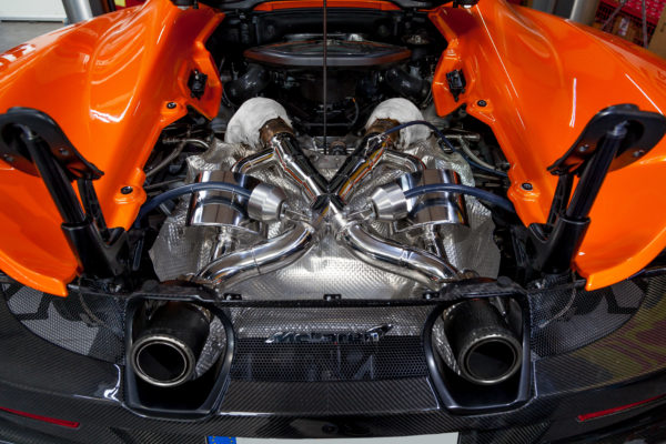 mclaren 675lt valved exhaust with cat deletes and carbon fiber tips ces3