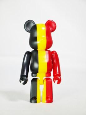 medicom-bearbrick-s27-flag-country-belgium-01
