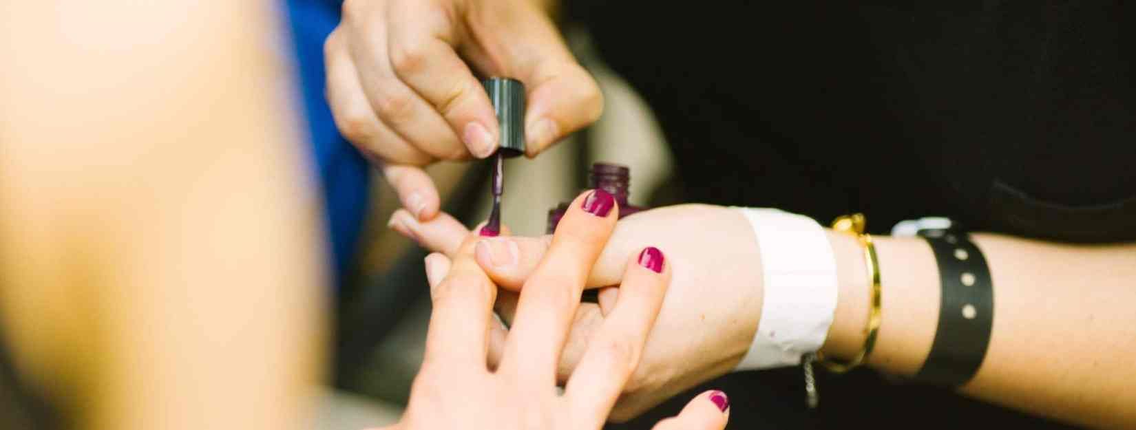How to pack fewer cosmetics
