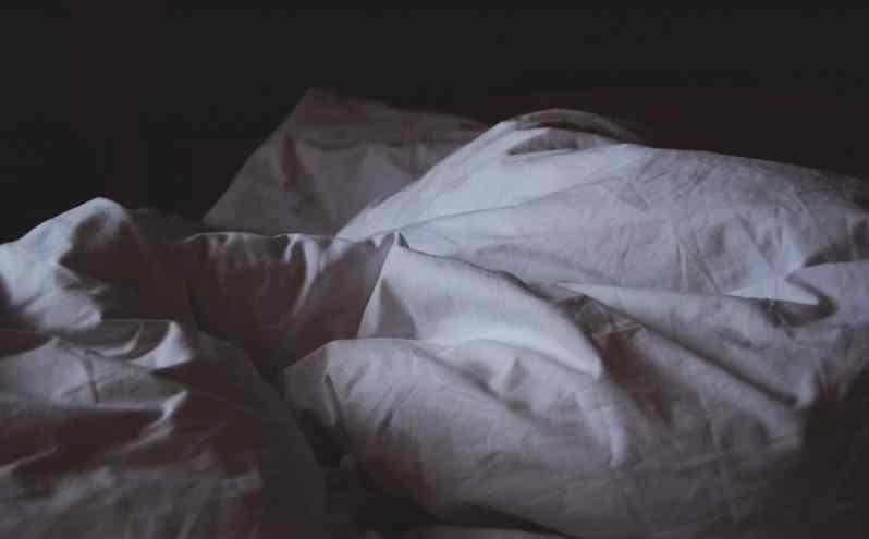 how-to-sleep-capsule-suitcase