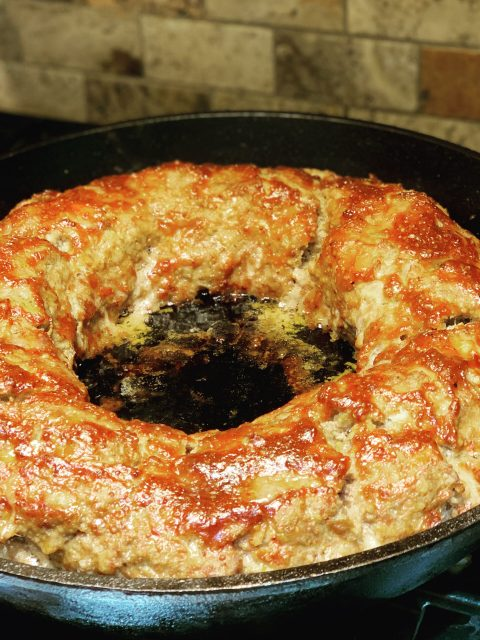 Ring shaped giant meatloaf via Captan Housekeeper