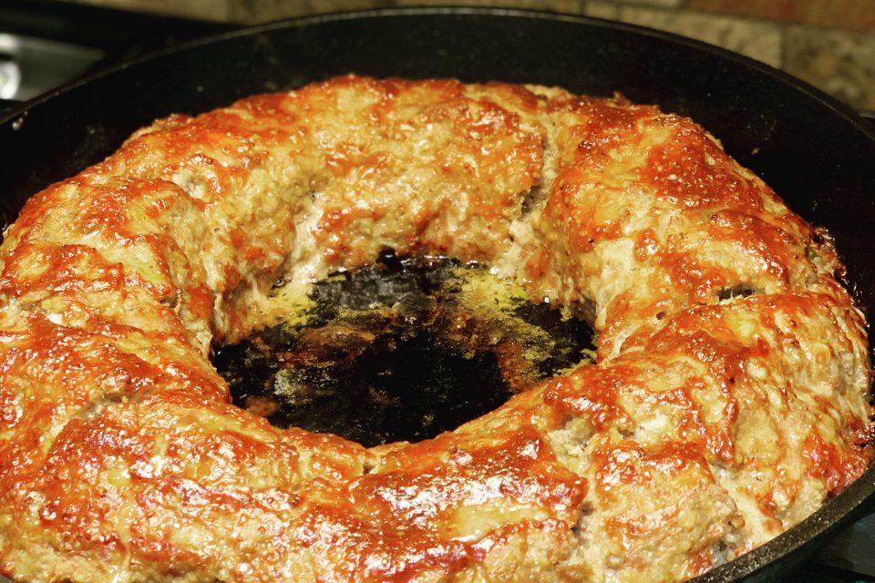 Ring shaped giant meatloaf via Captan Housekeeper