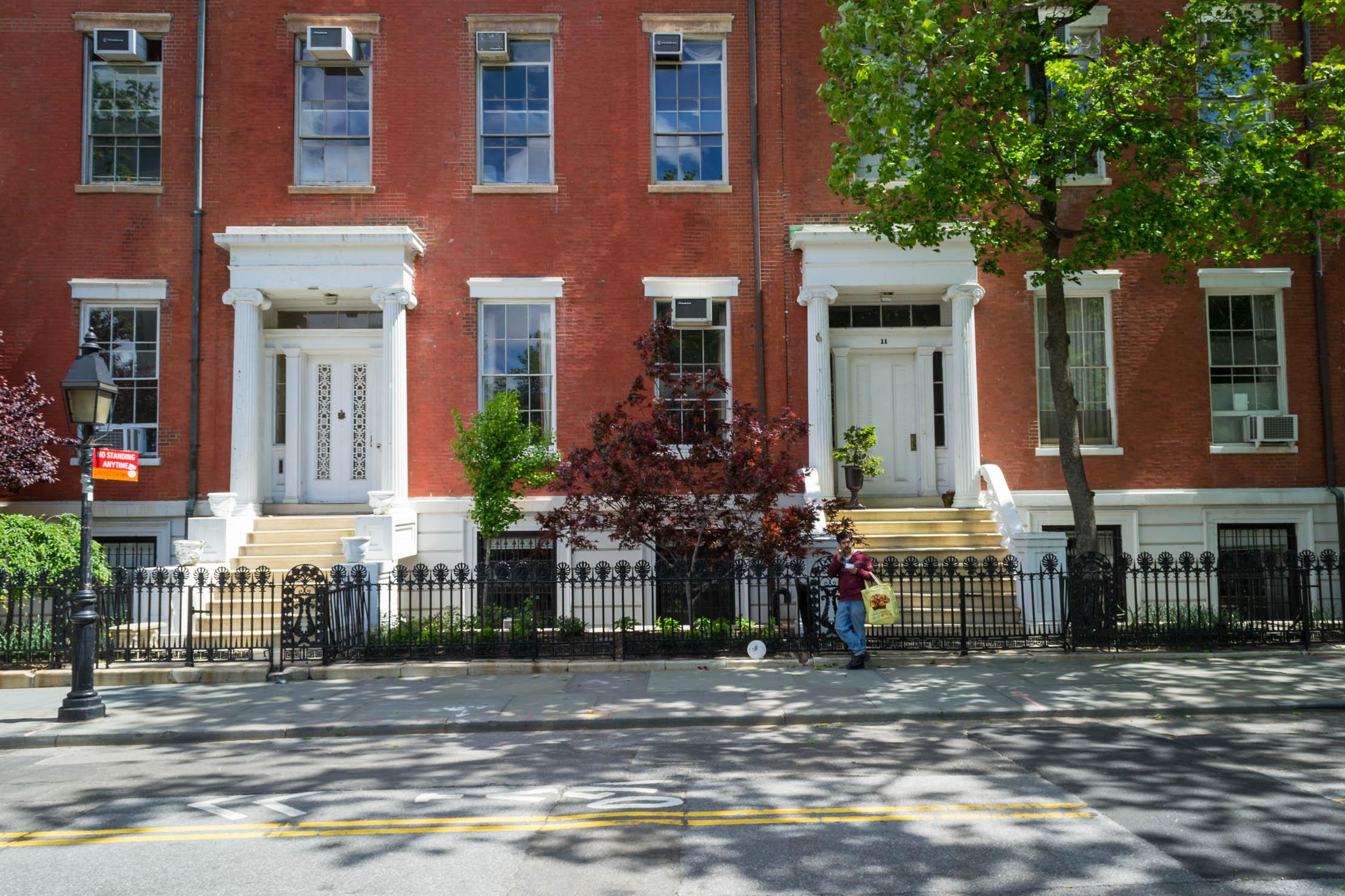 """Les maisons qui bordent le Washington Square qui ont servis de lieu de tournage pour le film """"Je suis une légende"""""""