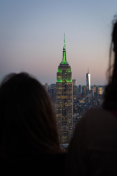 L'Empire State Building et le One World Trade Center au loin