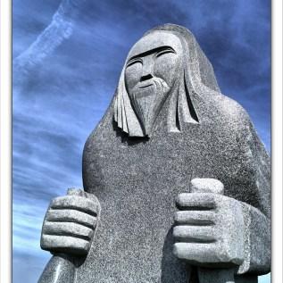 SAINT RONAN Sculpteur : Philippe Leost chantier : 2013 hauteur : 3,30 m poids : 10 tonnes